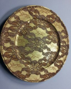27 - Underplates for Hire Gold lace underplates - R15 each